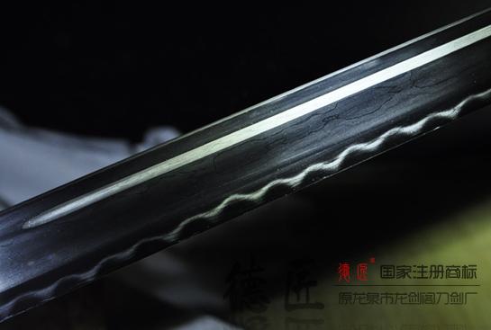 龙焰唐刀-百炼钢烧刃