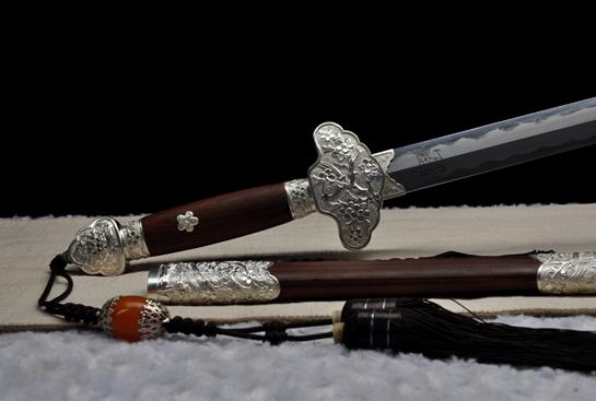 银雕喜鹊登梅-定制版-纯银手雕-名贵血檀