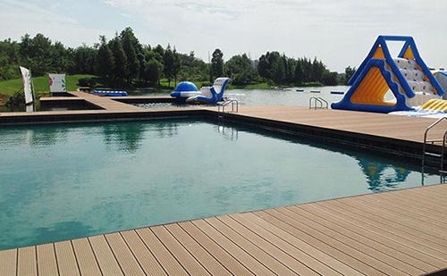 水上游泳池