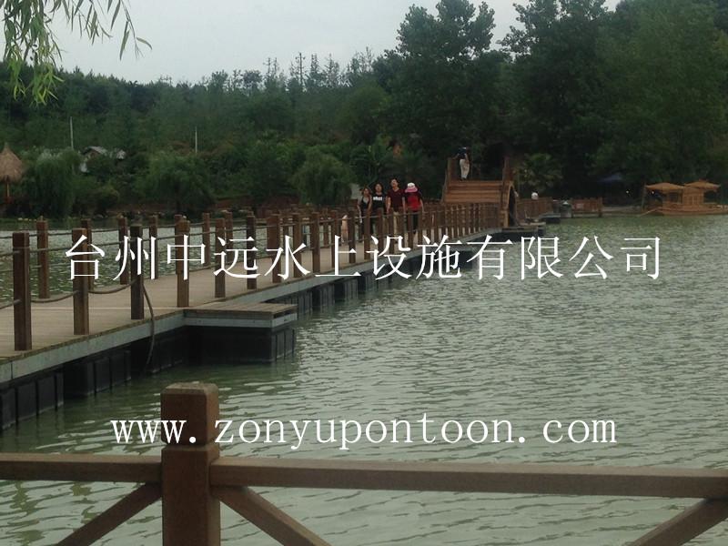 我司新建某公园水上高档浮桥