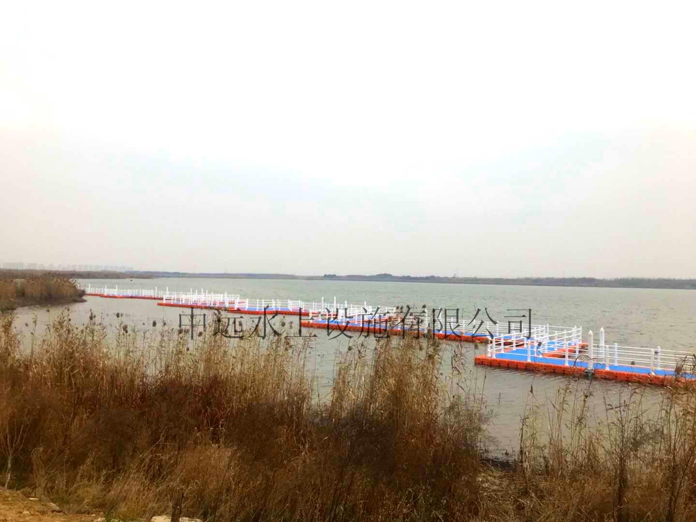 我司承建的浮筒浮桥顺利完工