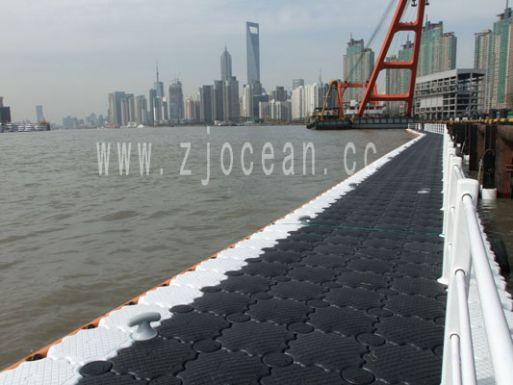上海世博某码头浮桥