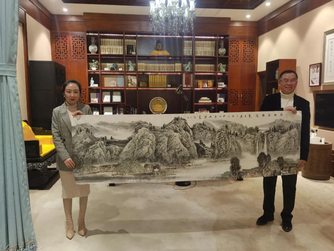 著名画家冯英杰向红石文博艺术中心赠送新作《春韵渔歌图》