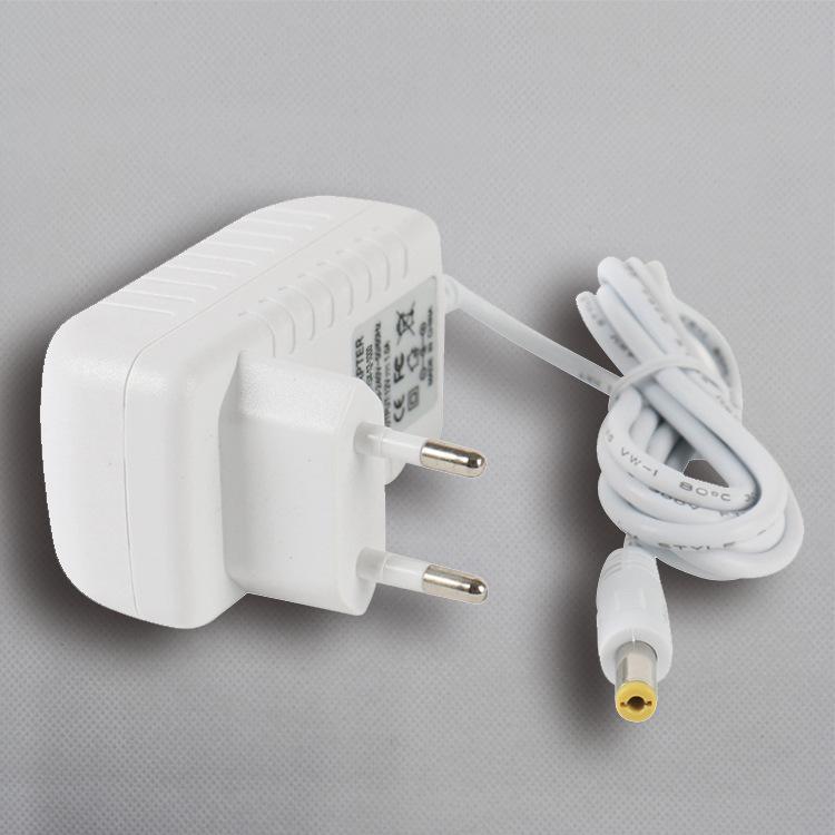 6V1A白色电源适配器
