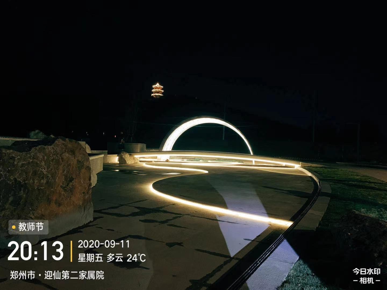 美陈水景月牙灯光不锈钢雕塑