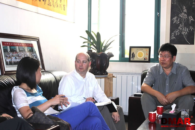 美国《时代》周刊记者迈克尔•舒曼对大禹公司刘总进行了专访