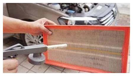 千万别用风枪吹空气滤芯,细小灰尘颗粒很多根本吹不干净