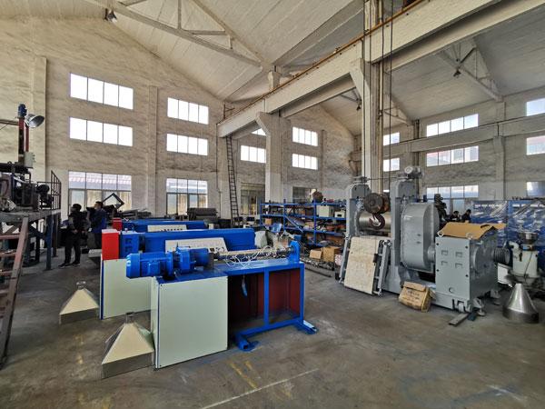 熔喷布挤出机需要投资多少钱,650熔喷布机器多少钱一台