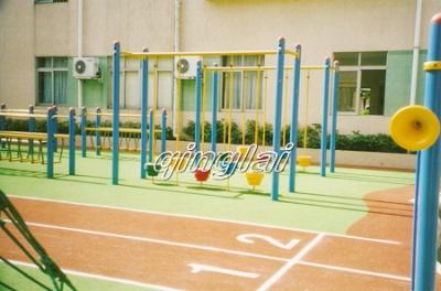 学校小跑道及健身路径