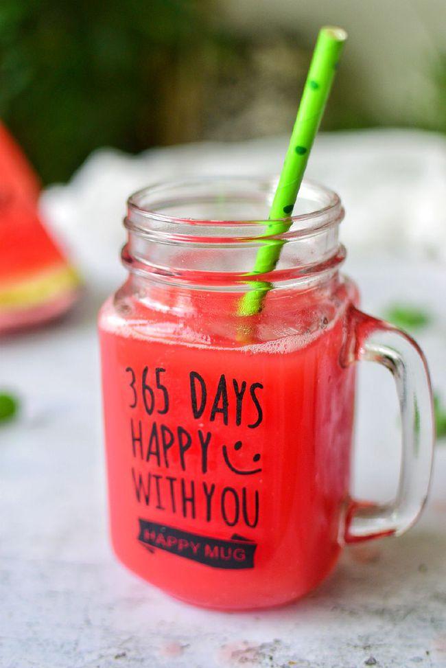 这才是西瓜汁的正确做法,夏天就得多喝它,冰凉甜蜜,解暑全...