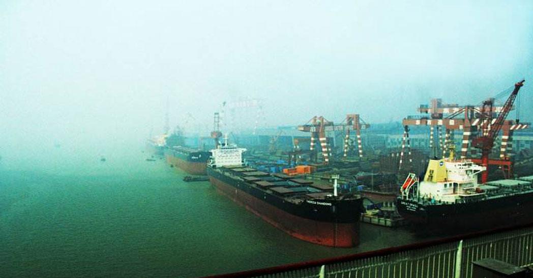 江苏泰兴造船厂100t×32m 双小车船用门吊1台