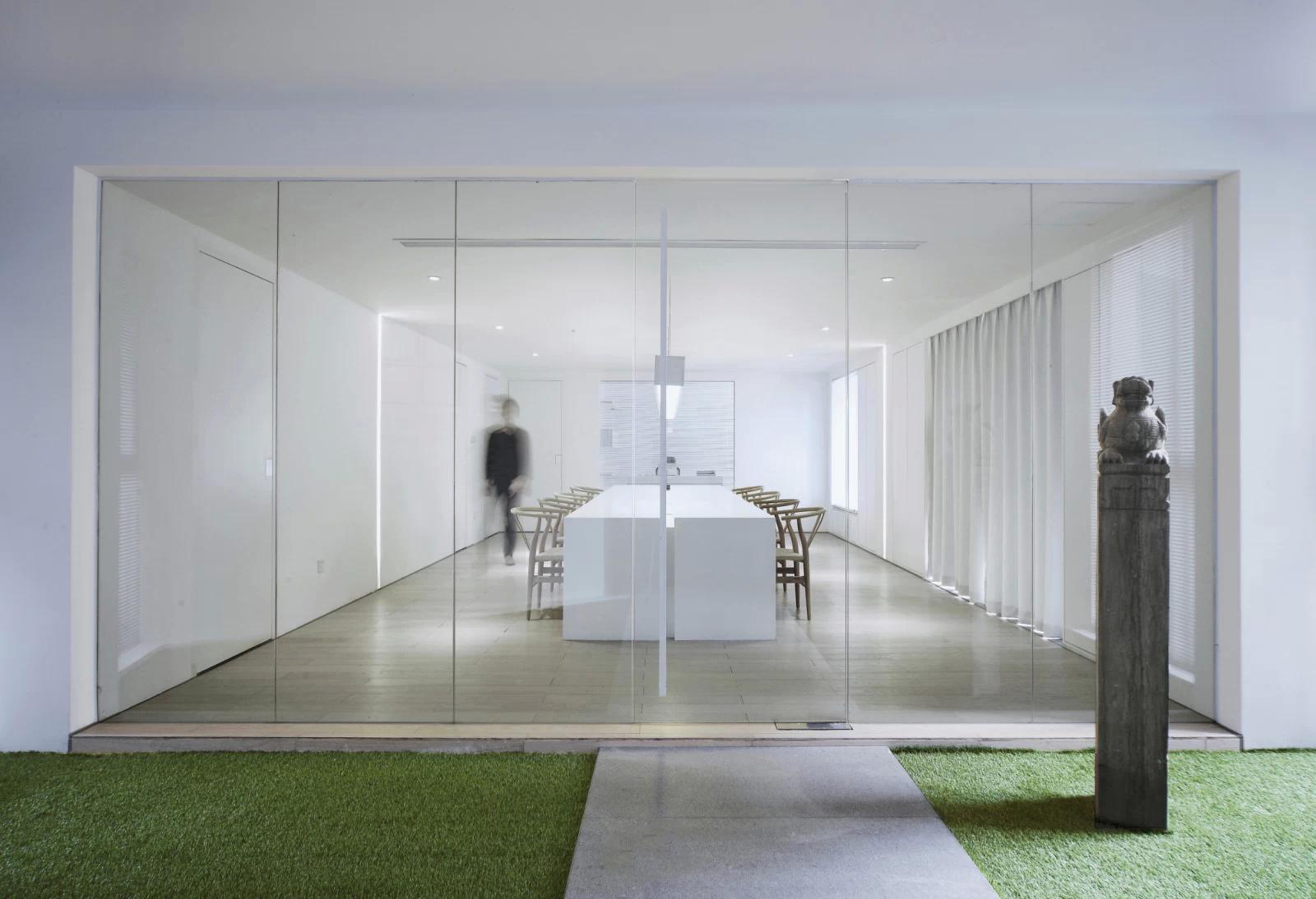 玻璃隔墙的办公室装修要注意