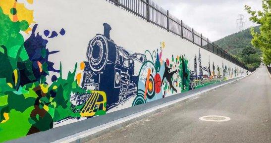 用墙绘为支教生活添画色彩